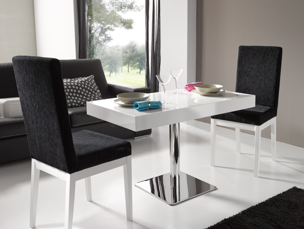 Como decorar un salon con una mesa lamesadecentro for Como decorar un aparador
