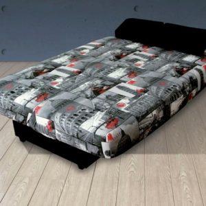 Sofá cama click clack abierto con un estanpado muy colorido