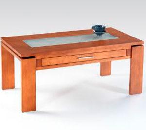 Mesa de centro de diseño en madera de calidad.