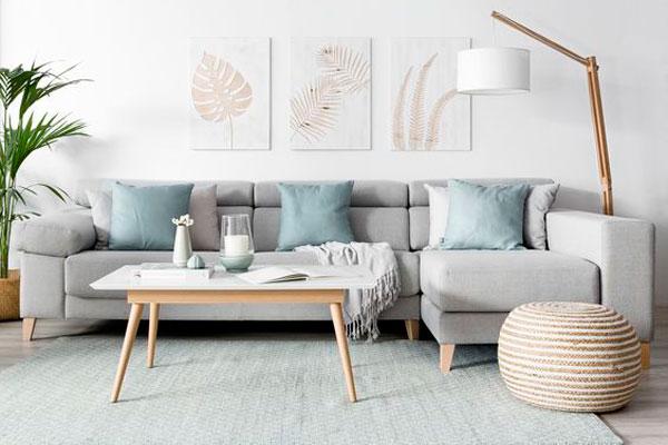 mesa de centro y sofá, decoración estilo nórdico